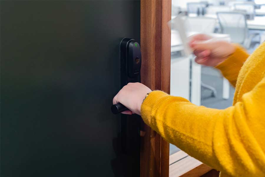 access-control-system-black-wireless-handle-set-900x600